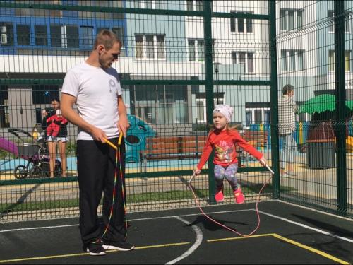 Как научить ребенка прыгать на скакалке